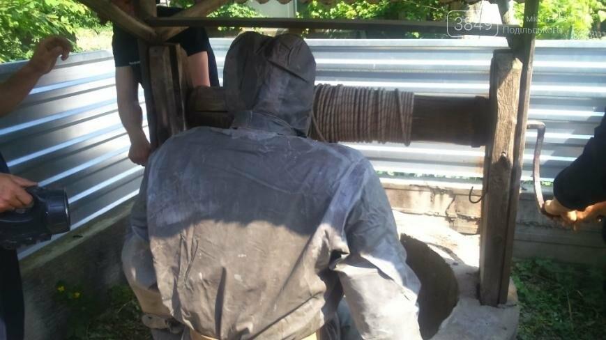 На Хмельниччині рятувальники вилучили тіло жінки з криниці, фото-1