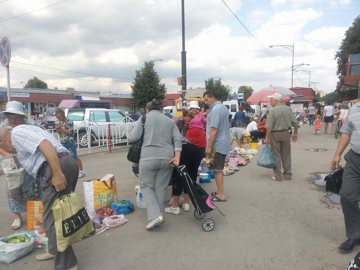 На вулиці Князів Коріатовичів встановили таблички-попередження про штраф за торгівлю, фото-1