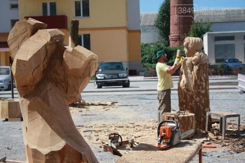 """Фестиваль """"ПОDІЛЛЯ WOODCRAFT"""" продовжується. Учасники працюють над скульптурами, фото-1"""