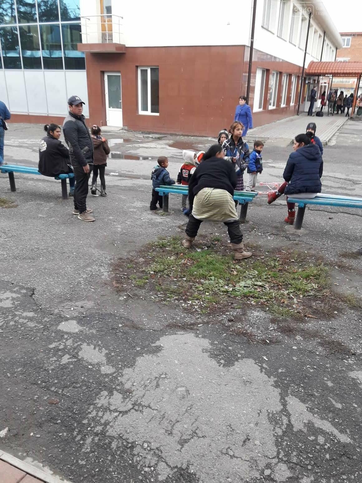 Роми на кам'янецькому автовокзалі: що каже поліція та громадськість, фото-3