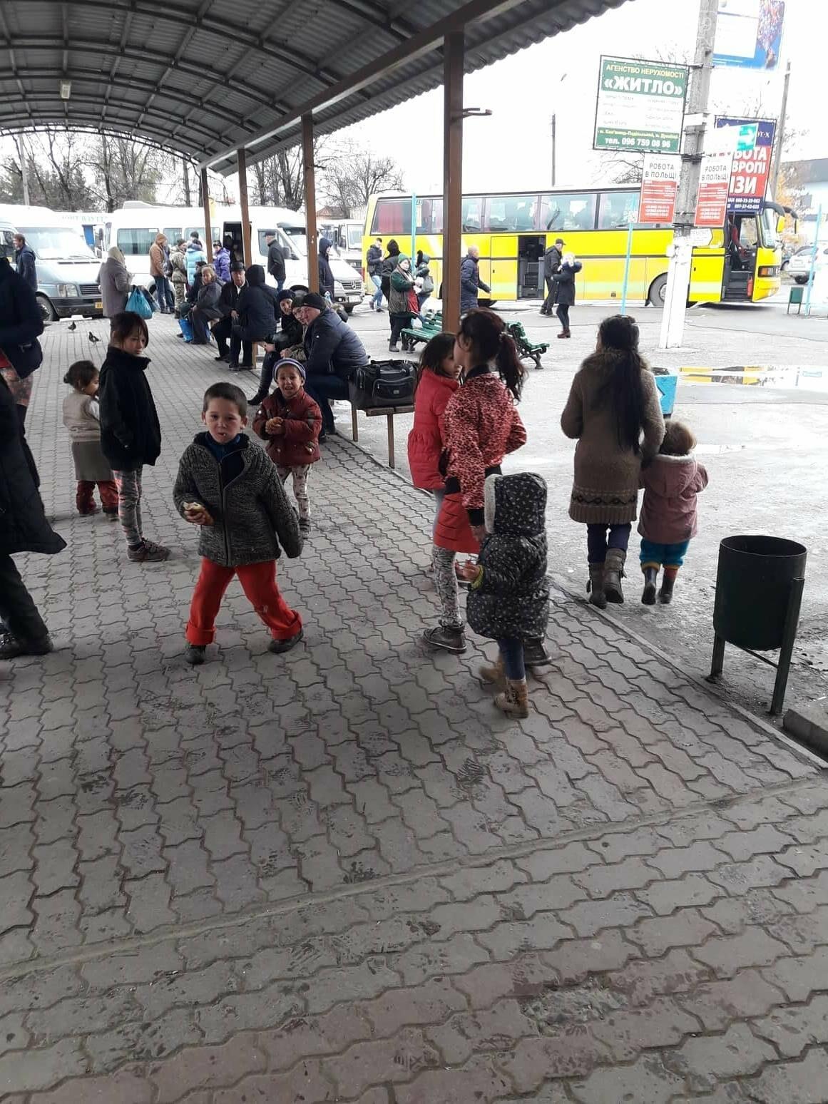 Роми на кам'янецькому автовокзалі: що каже поліція та громадськість, фото-5