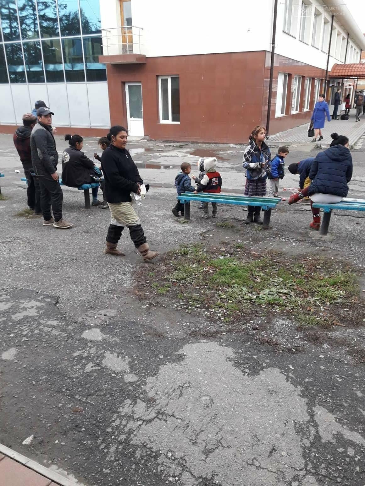 Роми на кам'янецькому автовокзалі: що каже поліція та громадськість, фото-6