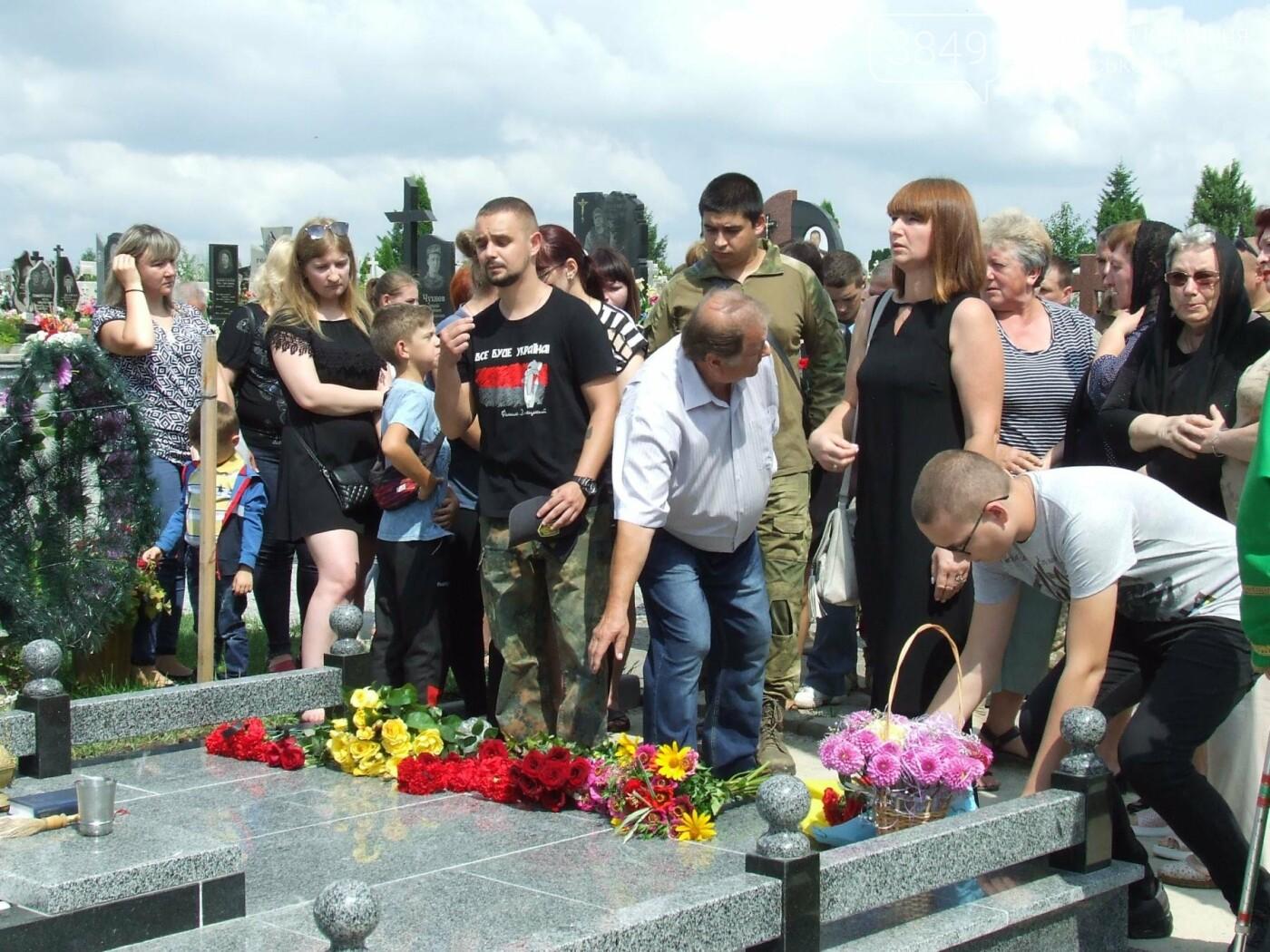 Річниця скорботи: у Кам'янці освятили меморіал Героя Ростислава Доброшинського, фото-14