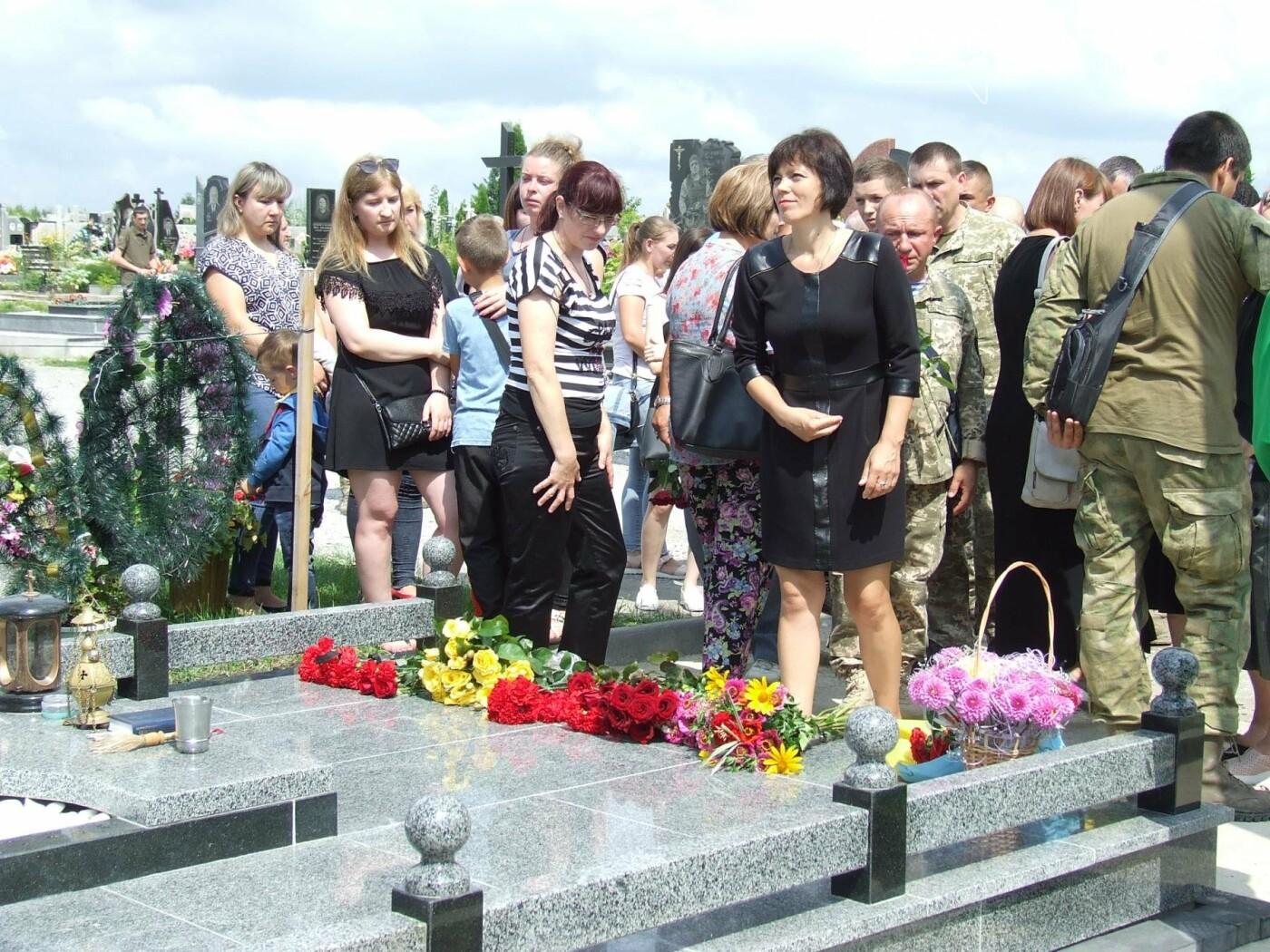 Річниця скорботи: у Кам'янці освятили меморіал Героя Ростислава Доброшинського, фото-12