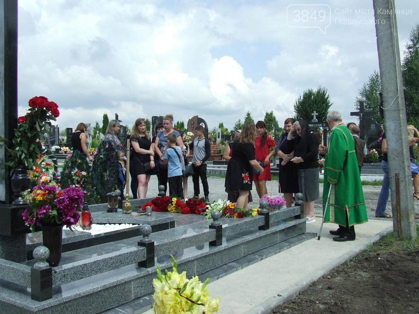 Річниця скорботи: у Кам'янці освятили меморіал Героя Ростислава Доброшинського, фото-26