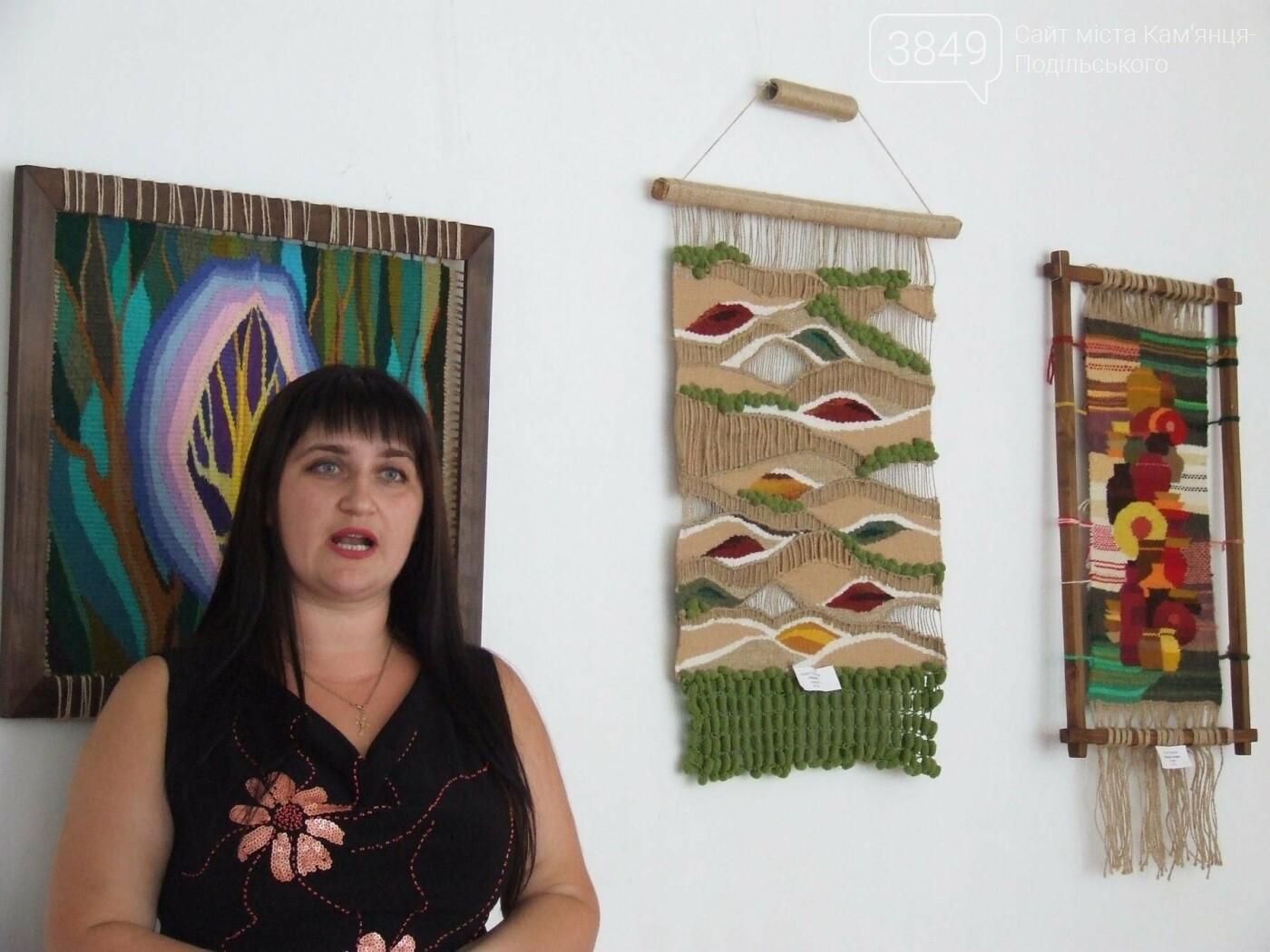 У Кам'янці відкрили виставку робіт декоративного та образотворчого мистецтва, фото-2