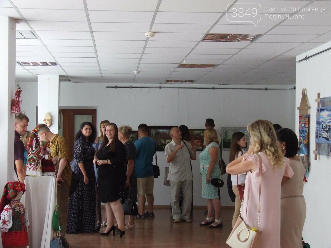 У Кам'янці відкрили виставку робіт декоративного та образотворчого мистецтва, фото-1
