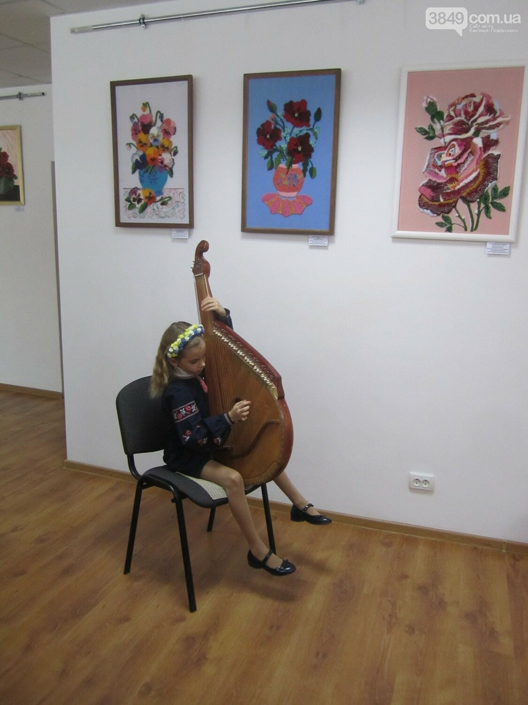 Юна Богдана Ільєва презентувала виставку гобеленів, фото-19