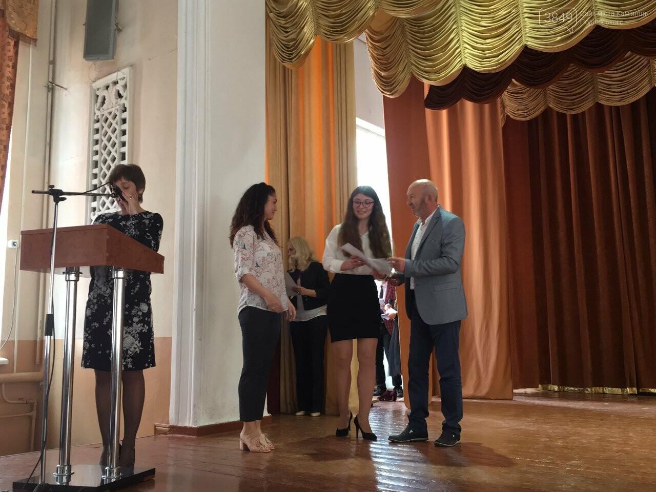 Обдарованих кам'янецьких школярів відзначили грошовими преміями, фото-1