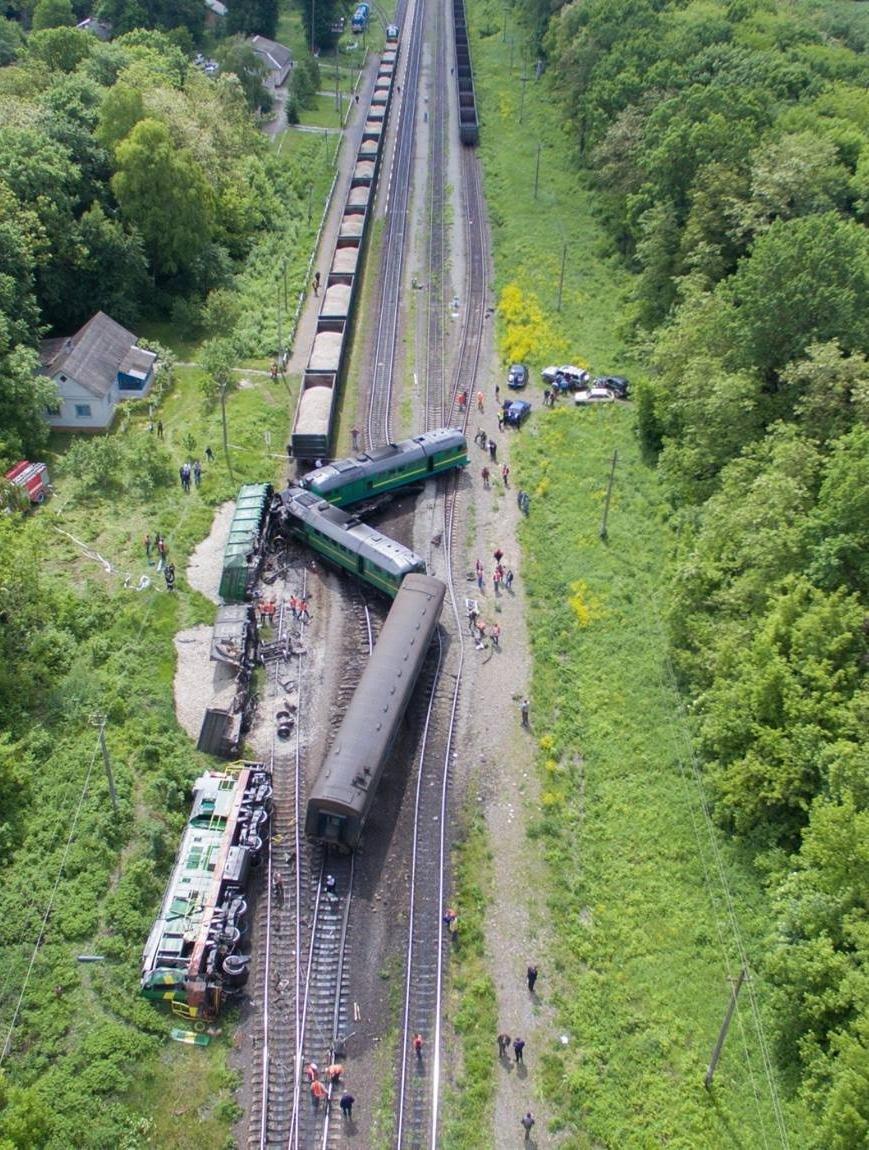 Тривають відновлювальні роботи внаслідок аварії на залізниці (відео), фото-2