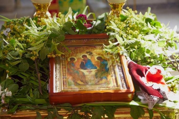 Зелені свята: традиції та звичаї святкування Трійці, фото-1