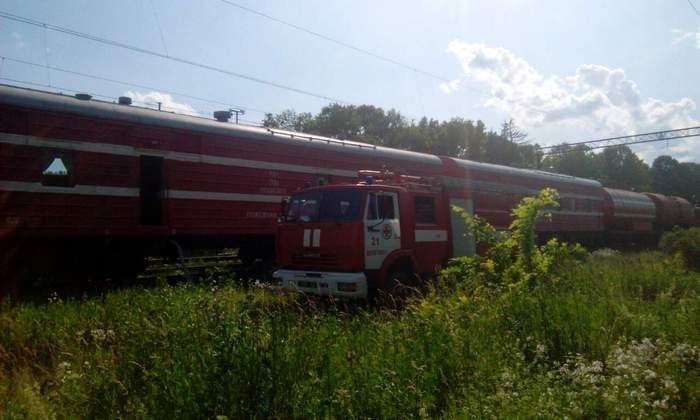 На Хмельниччині рятувальники разом із залізничниками не допустили загорання вантажного потягу, фото-1