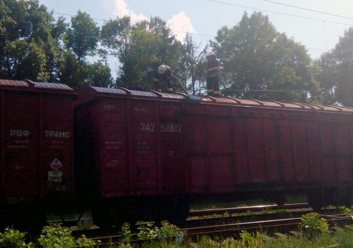 На Хмельниччині рятувальники разом із залізничниками не допустили загорання вантажного потягу, фото-3