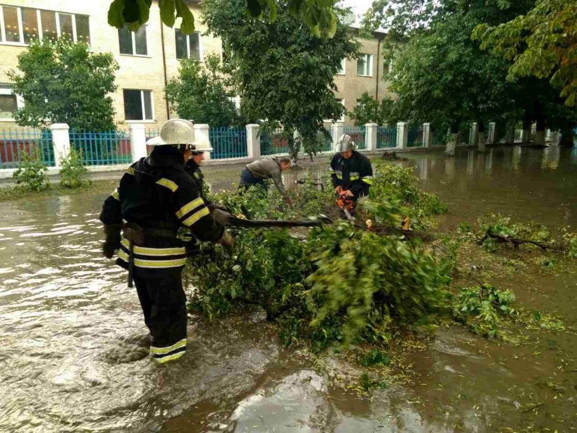 На території Хмельницької області знеструмлені 35 населених пунктів, фото-5