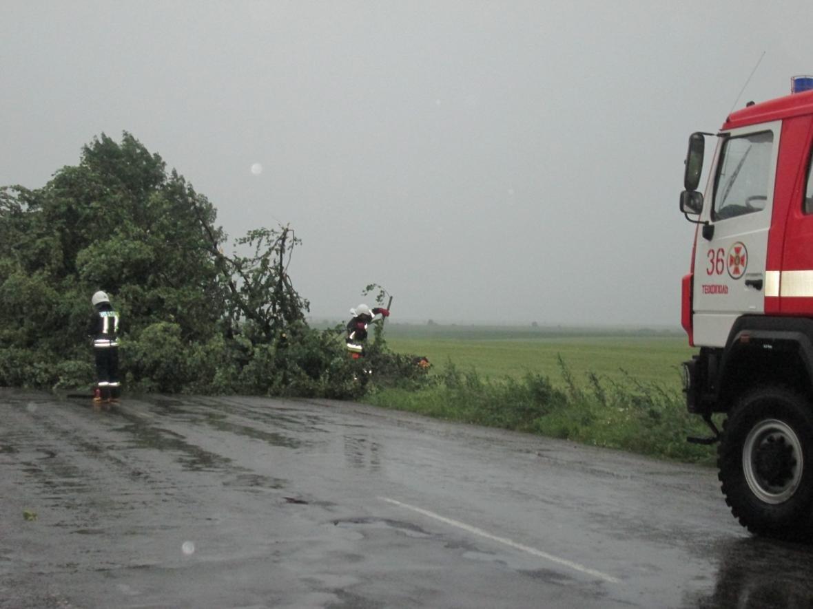 Вчорашня злива знеструмила 236 населених пунктів, фото-4