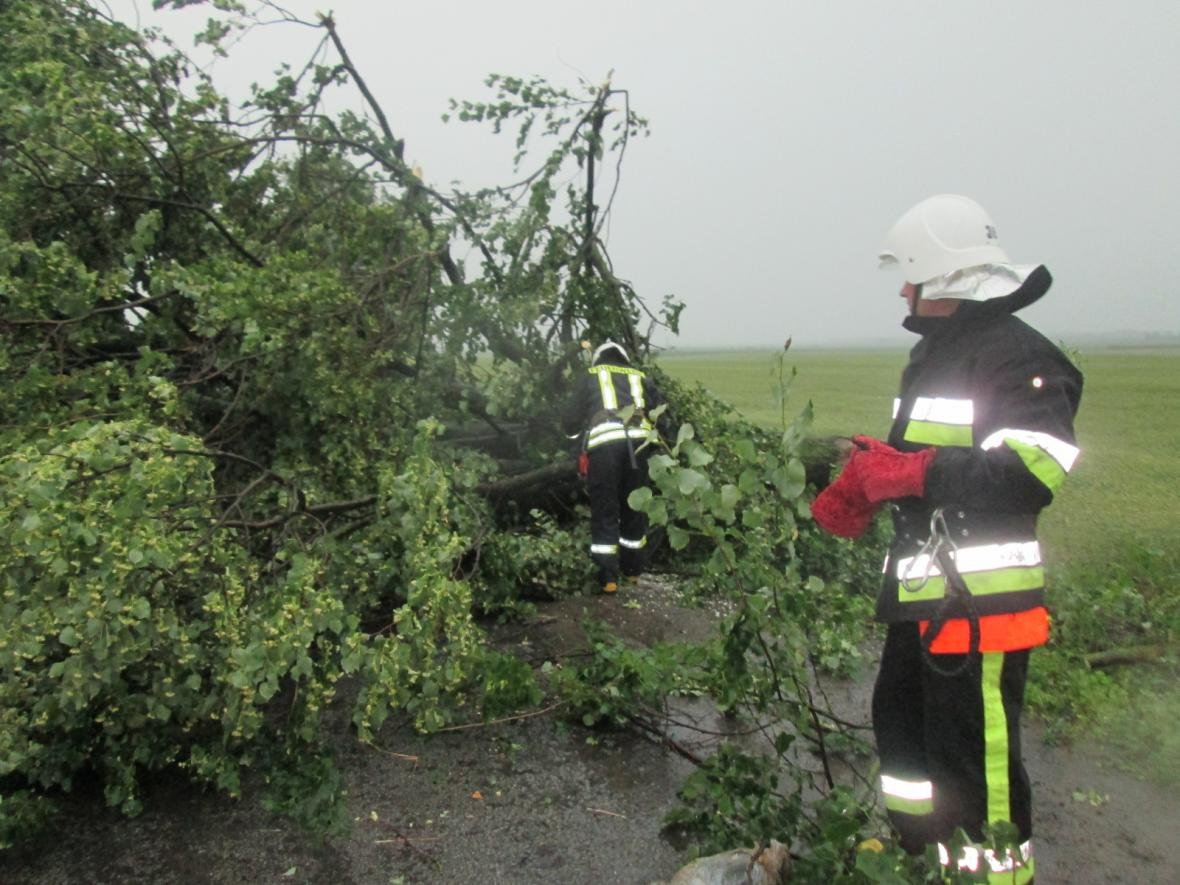 Вчорашня злива знеструмила 236 населених пунктів, фото-5