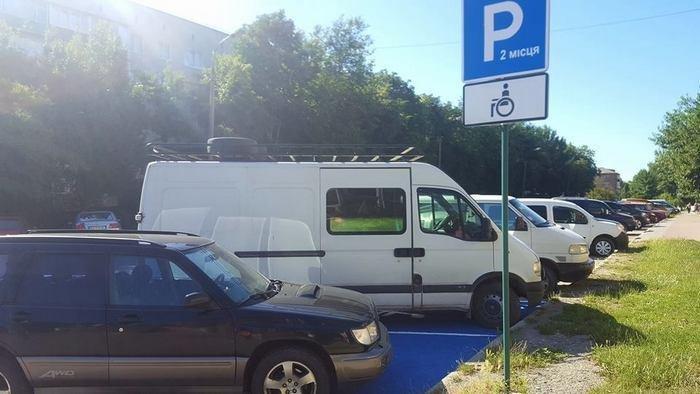 У Кам`янці створили автомобільні парковки для людей з обмеженими можливостями , фото-1