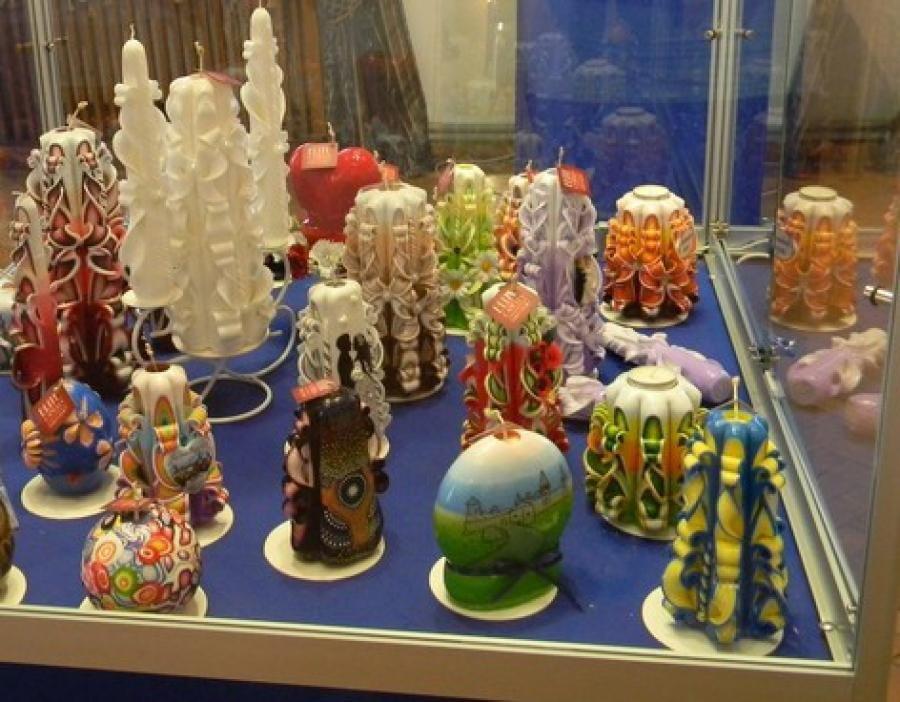 Галерея мистецтв експонує виставку свічників, фото-1