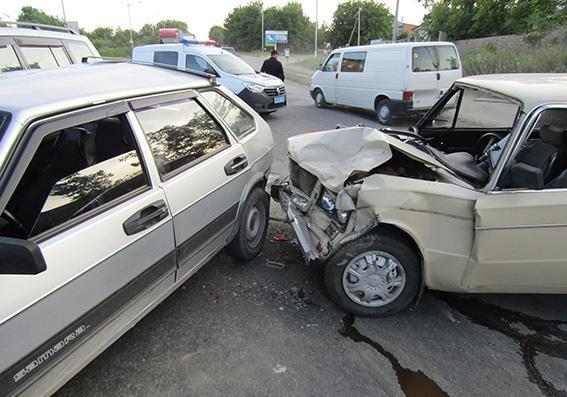 ДТП за участі трьох автомобілів є постраждалі, фото-1