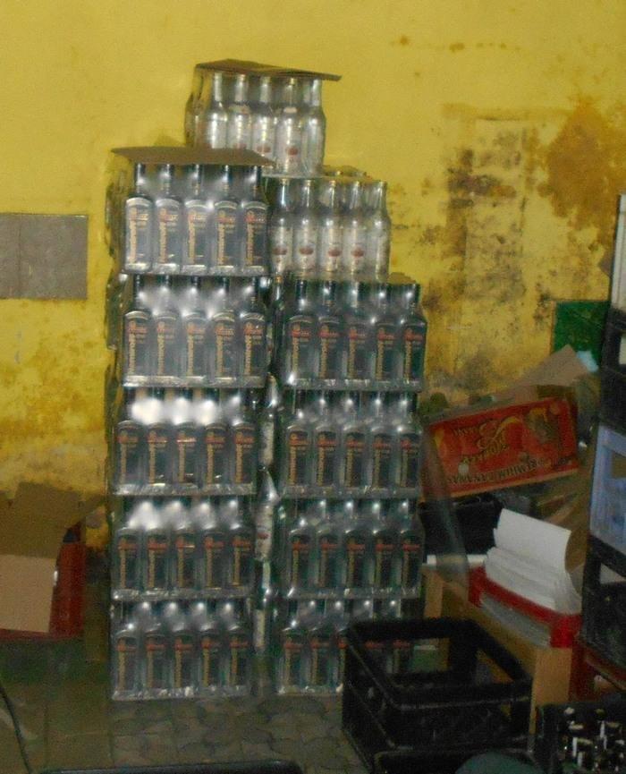 На Хмельниччині розшукують організаторів незаконного цеху з виготовлення алкоголю , фото-1