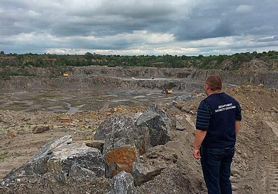 Поліція припинила незаконне видобування граніту на Хмельниччині, фото-1