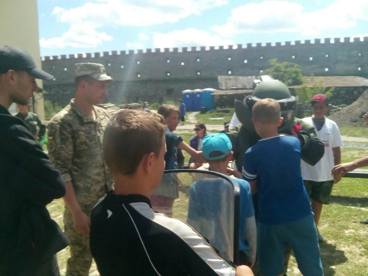 Військовослужбовці Центру розмінування провели показові заняття з мінної безпеки, фото-8
