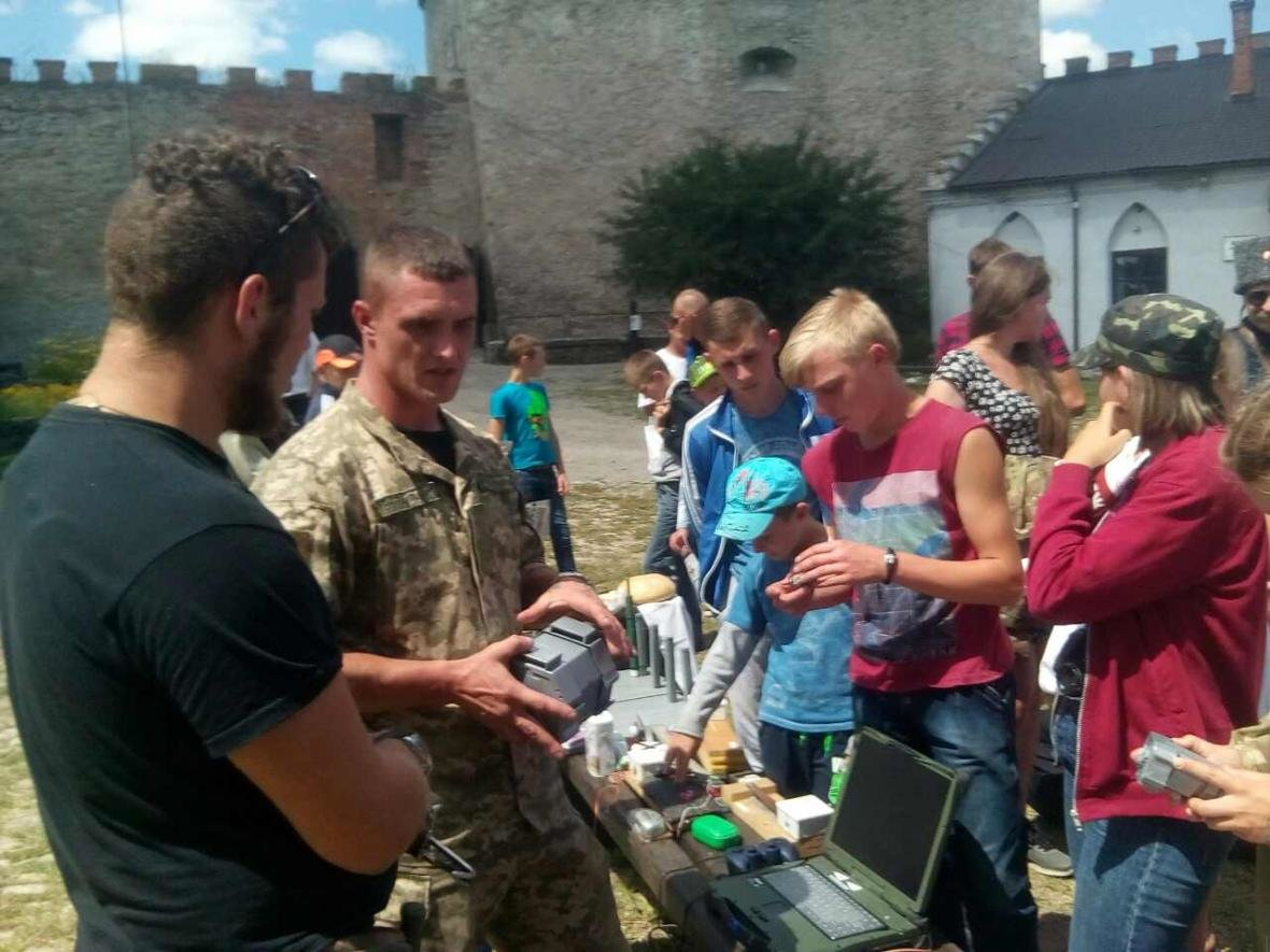 Військовослужбовці Центру розмінування провели показові заняття з мінної безпеки, фото-14