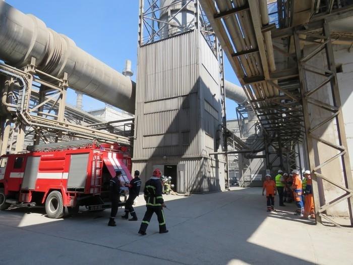 Рятувальники ліквідували умовну пожежу на території цементного заводу, фото-2