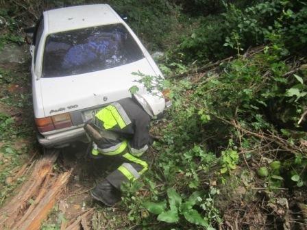 Рятувальники витягли з кювету автомобіль, фото-1