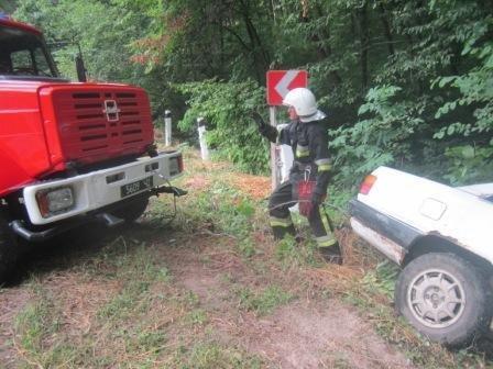 Рятувальники витягли з кювету автомобіль, фото-4