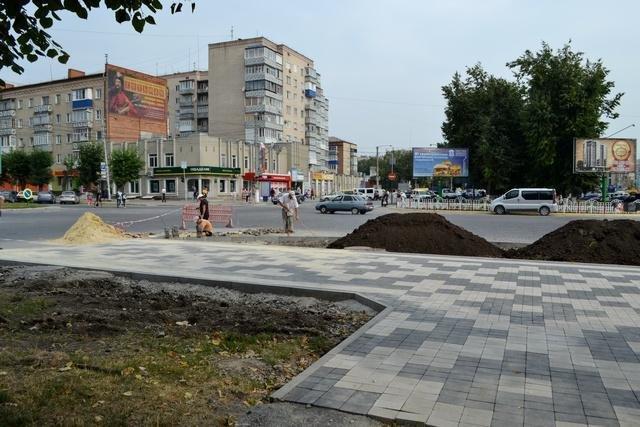 В Кам`янці розпочато другий етап робіт по оновленню тротуару, фото-1