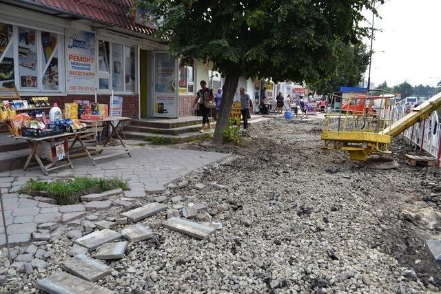 В Кам`янці розпочато другий етап робіт по оновленню тротуару, фото-2