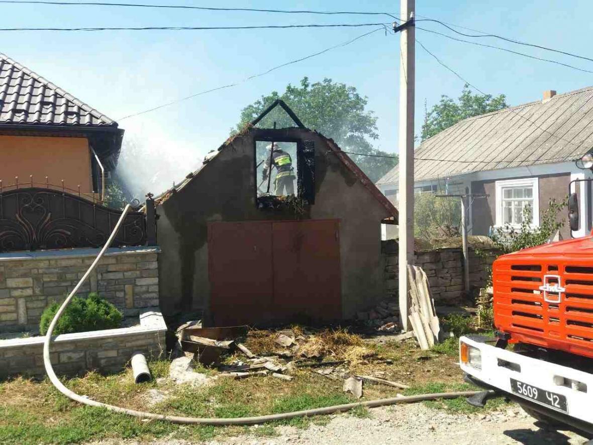 В Кам`янець-Подільському районі рятувальники ліквідували пожежу допоміжної споруди, фото-3