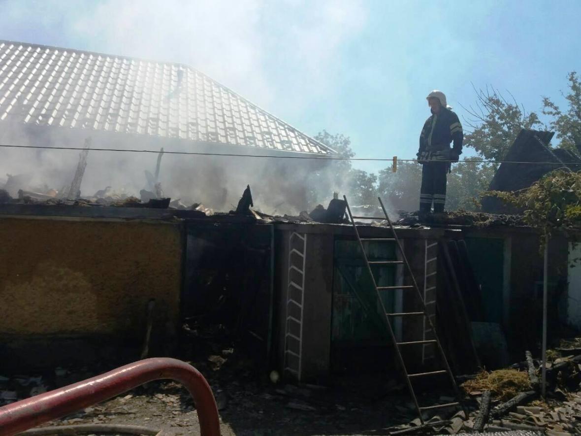 В Кам`янець-Подільському районі рятувальники ліквідували пожежу допоміжної споруди, фото-1