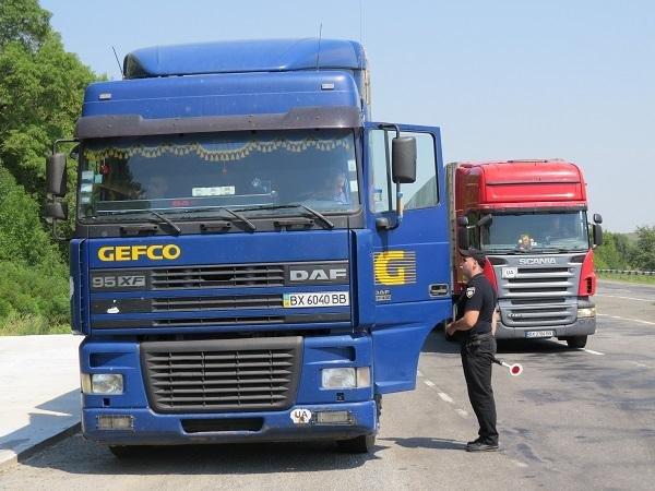 Водії вантажівок свідомо ігнорують заборону, руйнуючи дороги Хмельниччини, фото-3