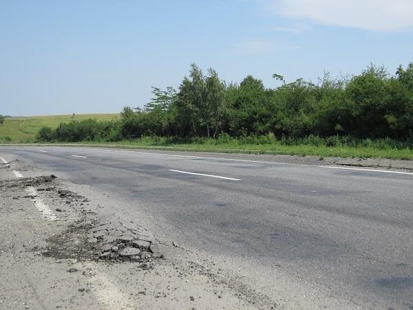 Водії вантажівок свідомо ігнорують заборону, руйнуючи дороги Хмельниччини, фото-5