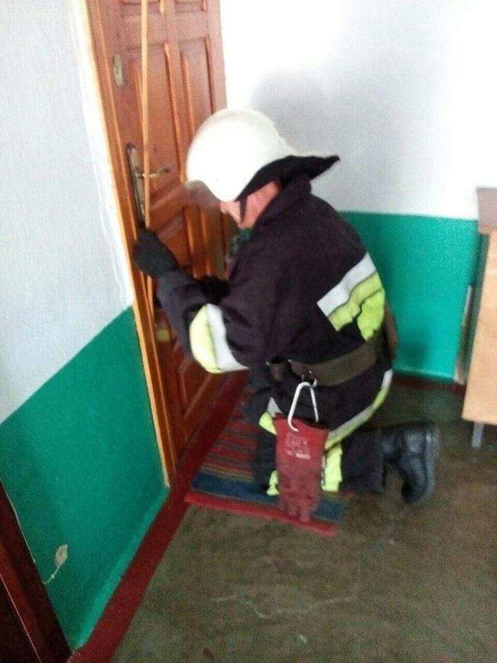 Служба порятунку допомогла хворій жінці , фото-1