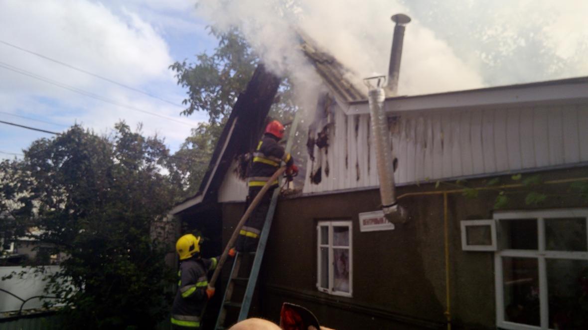 На Дунаєвеччині рятувальники ліквідували пожежу, фото-1