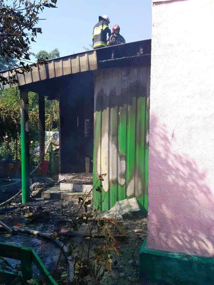 Свічка спричинила пожежу житлового будинку у Кам`янці, фото-1