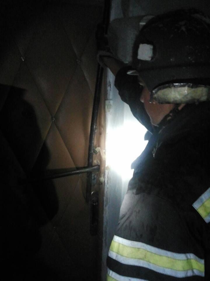 Рятувальники визволили 68-річну жінку із квартири, фото-2