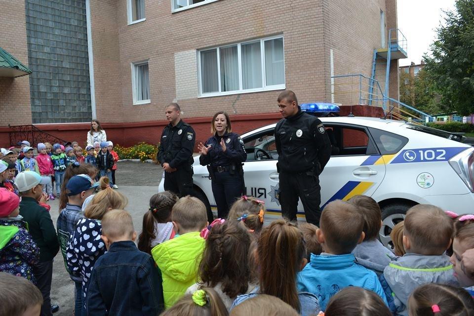 Формуємо культуру поведінки на дорозі: в дитячий садок завітала поліція, фото-1