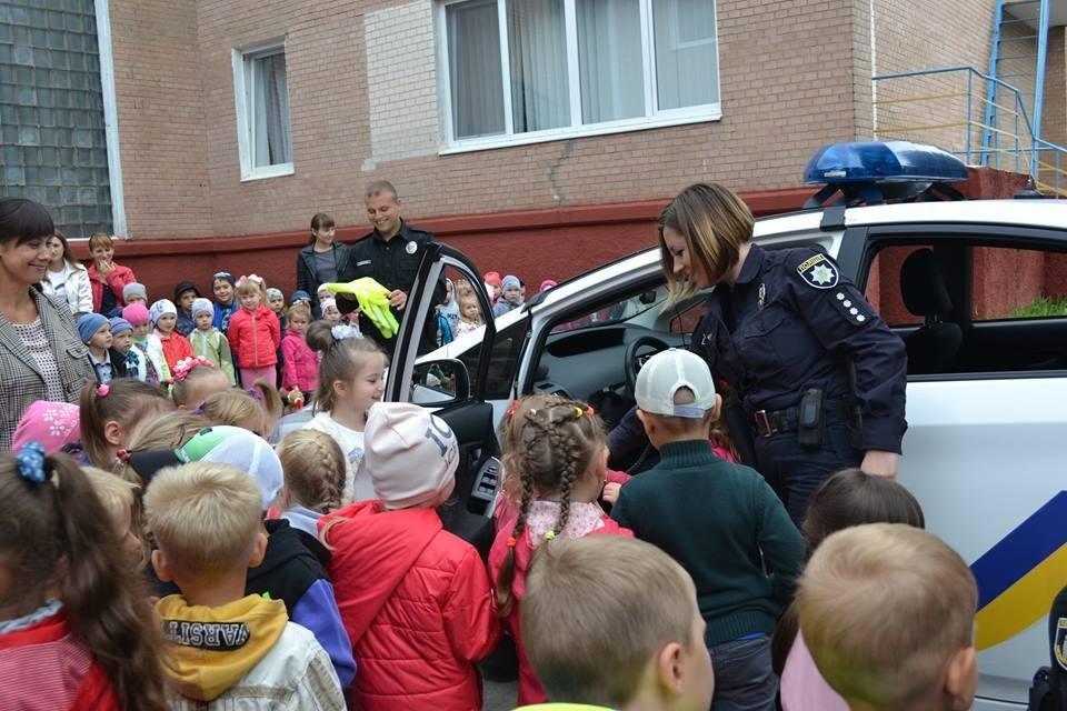 Формуємо культуру поведінки на дорозі: в дитячий садок завітала поліція, фото-2