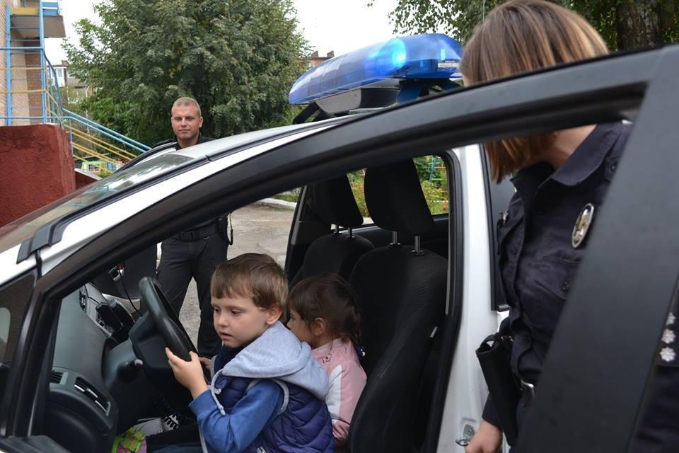 Формуємо культуру поведінки на дорозі: в дитячий садок завітала поліція, фото-3