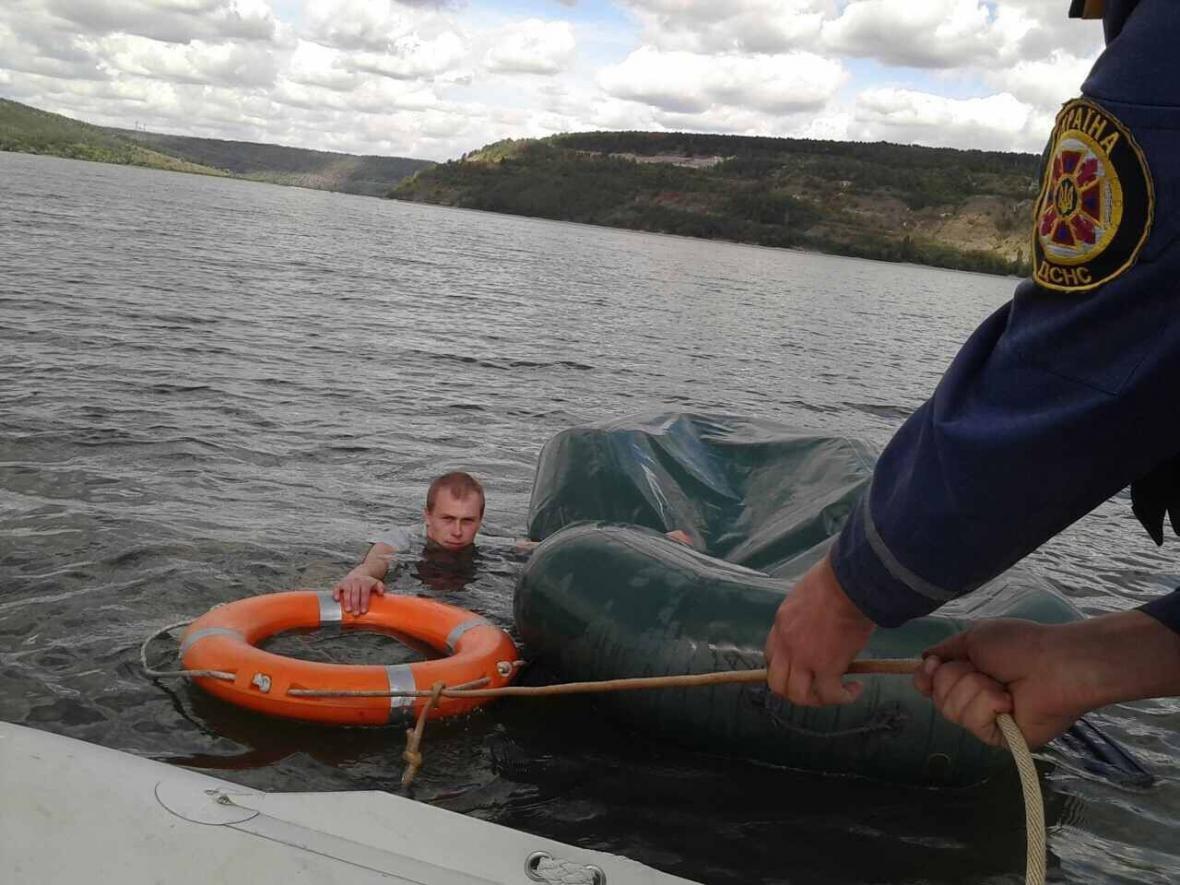 На річці Дністер врятували рибалку, фото-1