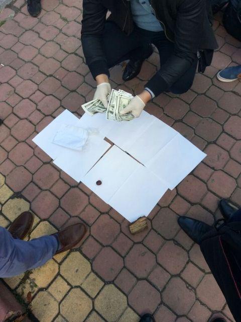 На Хмельниччині активісти вимагали 10 тисяч доларів у посадовців будівельних підприємств, фото-1