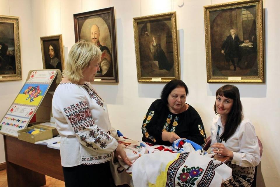 Кам'янець-Подільський музей-заповідник долучився до акції  «Україна моя вишивана», фото-1