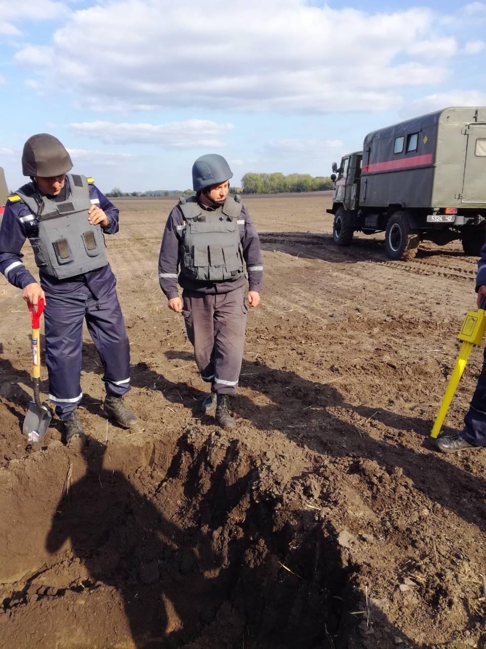 Рятувальники Хмельниччини ліквідовують наслідки надзвичайної ситуації на військових складах у Вінницькій області, фото-3