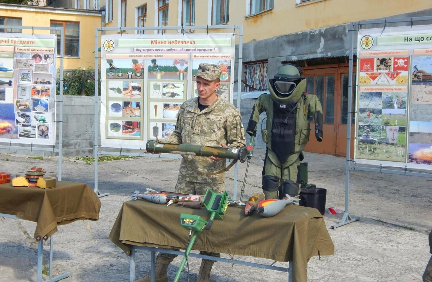 Військовослужбовці Центру розмінування навчали студентів поводитись із вибухонебезпечними предметами, фото-5