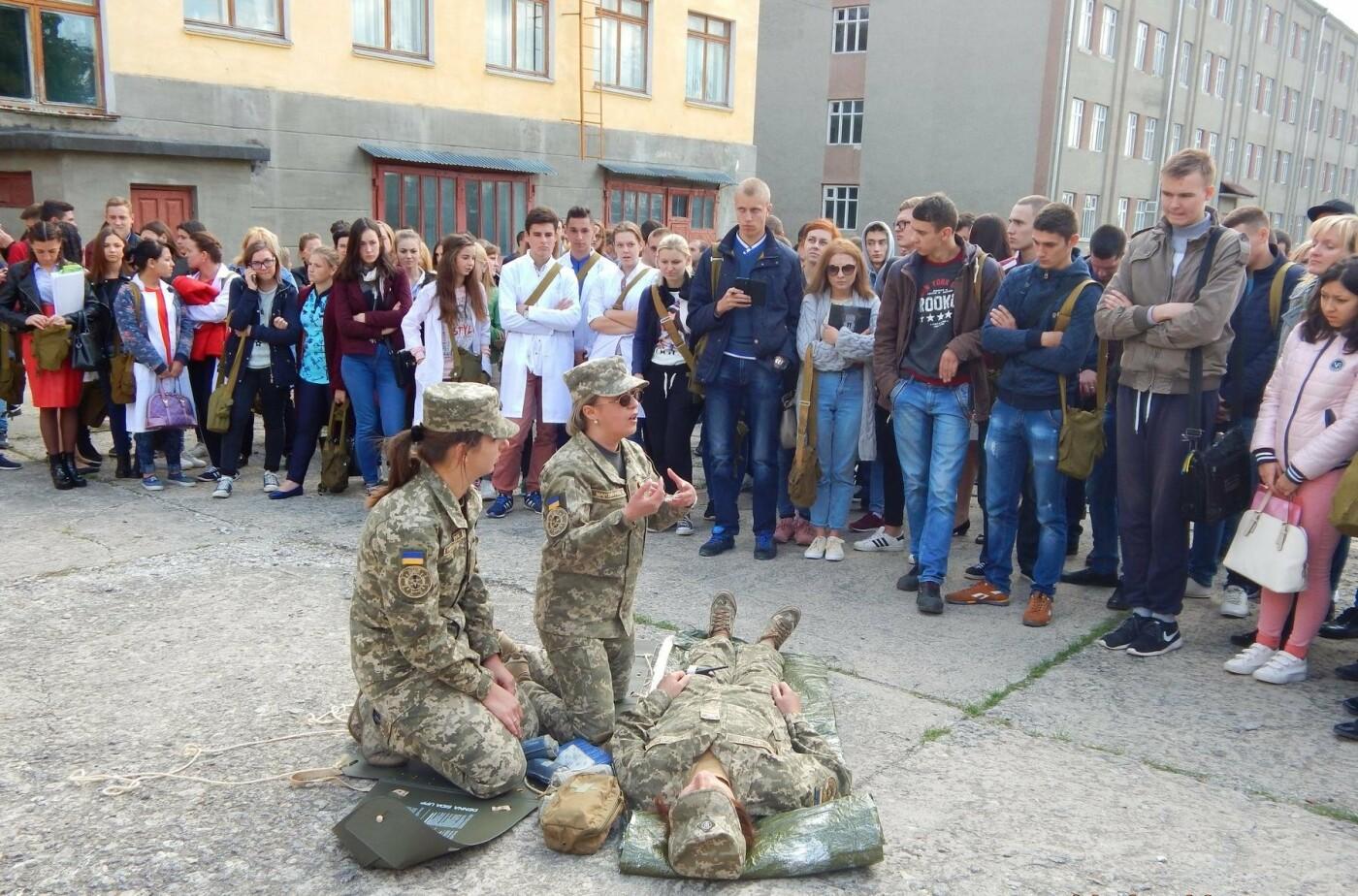 Військовослужбовці Центру розмінування навчали студентів поводитись із вибухонебезпечними предметами, фото-3