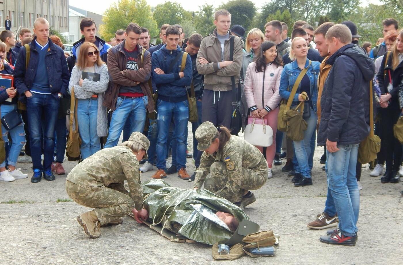 Військовослужбовці Центру розмінування навчали студентів поводитись із вибухонебезпечними предметами, фото-1